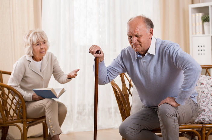 Senior-Man-With-Knee-Arthritis-Yorba-Linda-Senior-Care-Websites